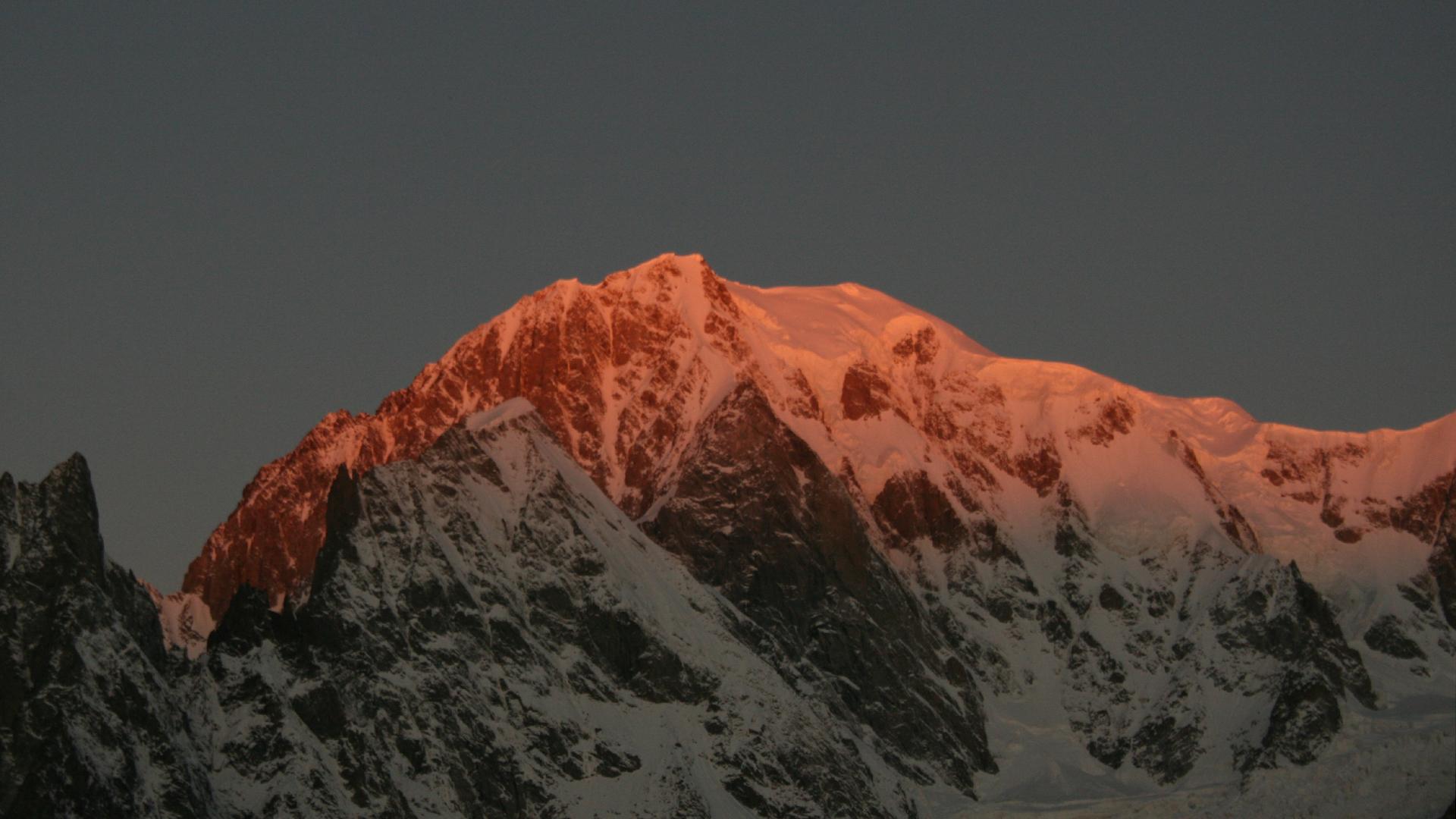 Mountain-Planet-Monte-Bianco