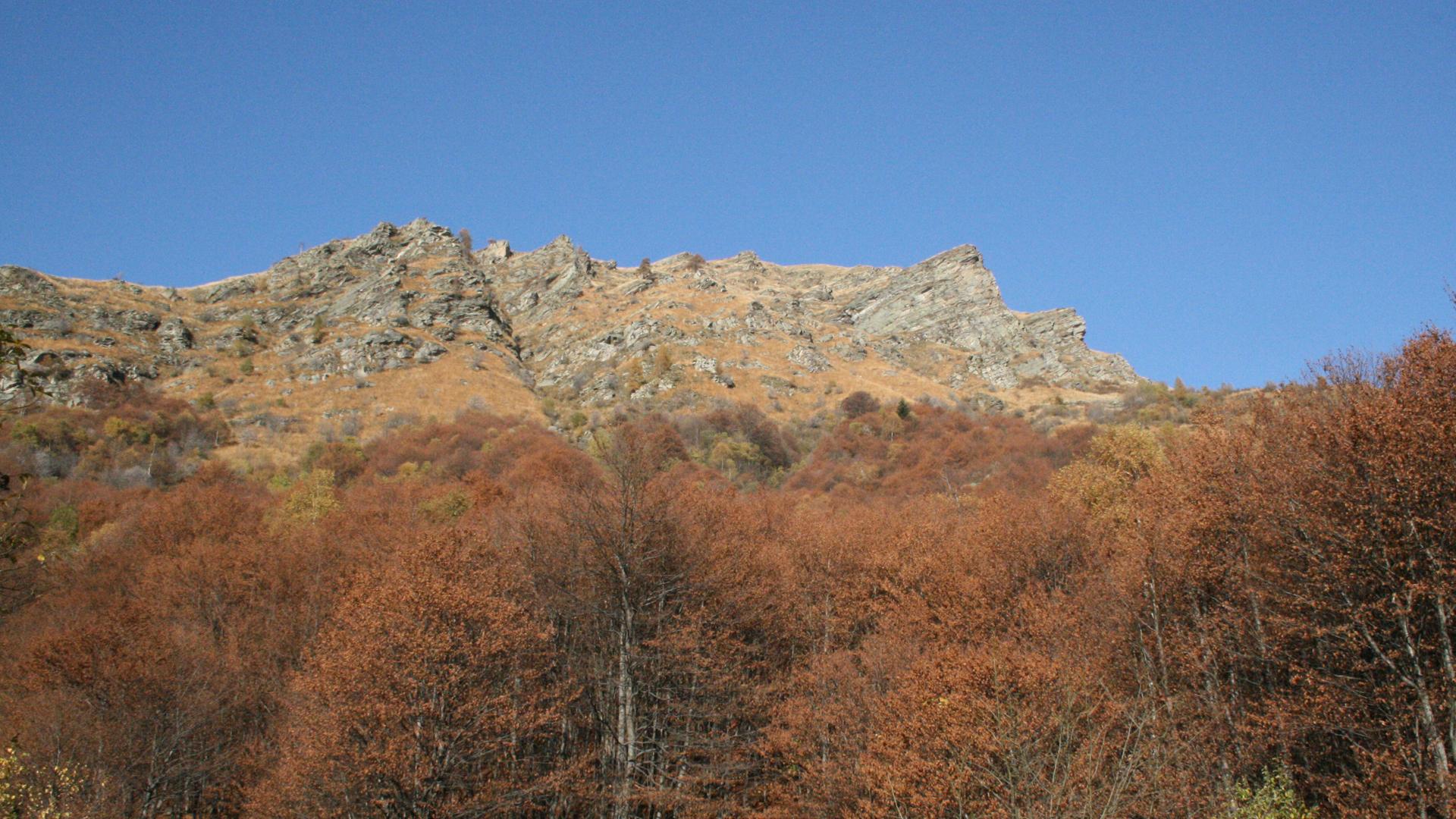 Mountain-Planet-Val-Grande-trekking